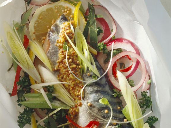 Gebeizte Makrele mit französischem Senf und Gemüse
