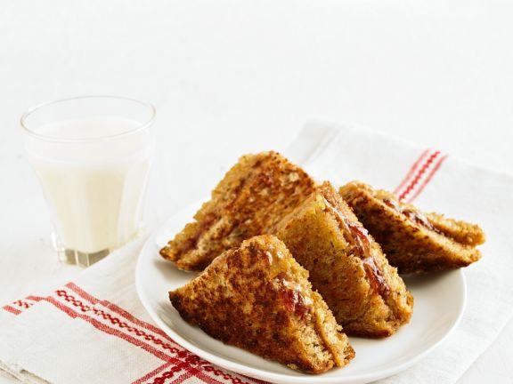 Gebratene Erdnuss-Marmeladen-Toastecken