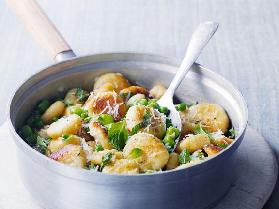 Gebratene Gnocchi mit Erbsen, Saubohnen und Minze
