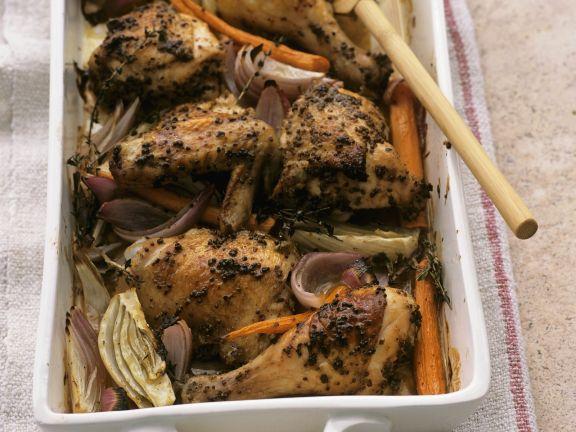 Gebratene Hähnchenteile mit Senf und Gemüse