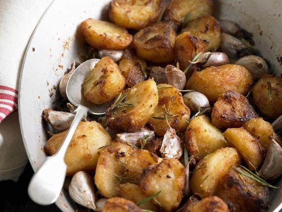 Gebratene Kartoffeln mit Knoblauch