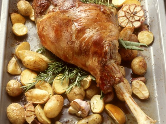 Gebratene Lammkeule Mit Kartoffeln Und Knoblauch Rezept Eat Smarter