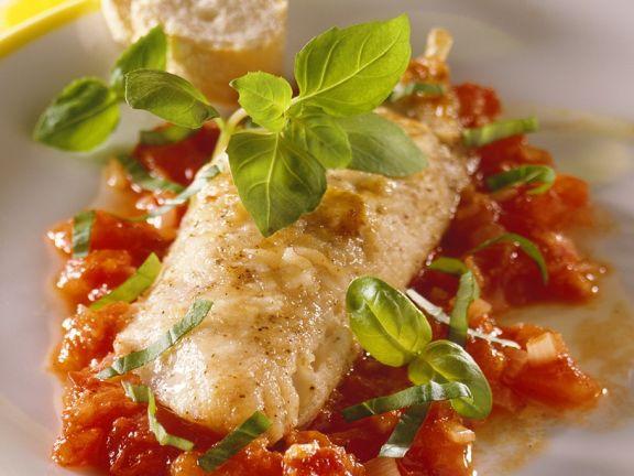 Gebratene Rotbarbe mit Tomatensauce