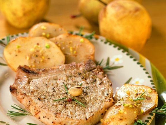 Gebratene Schweinekoteletts mit Kartoffeln