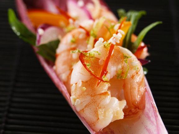 Gebratene Shrimps auf Radicchio