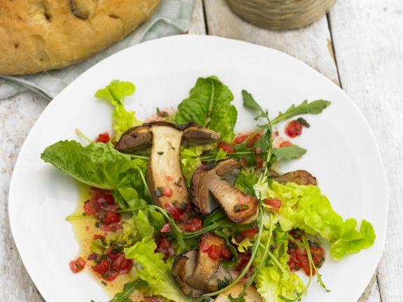 Gebratene Steinpilze mit Salat