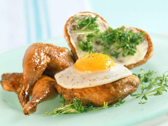 Gebratene Wachtel mit Ei