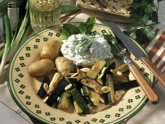 Gebratene Zucchini mit Kräuterquark