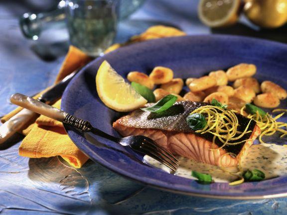 Gebratener Lachs mit Zitronen-Basilikum-Sauce