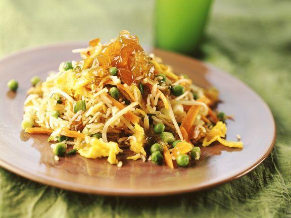 Gebratener Reis mit Gemüse und Rührei