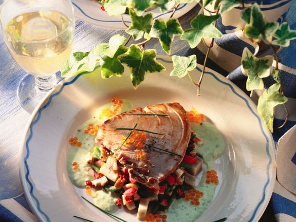 Gebratener Thunfisc mit Avocado-Gemüse-Soße