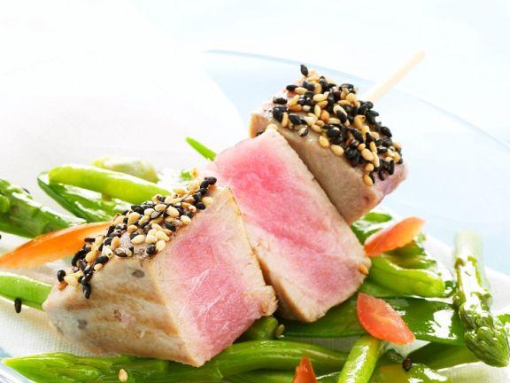 Gebratener Thunfisch mit Spargelgemüse