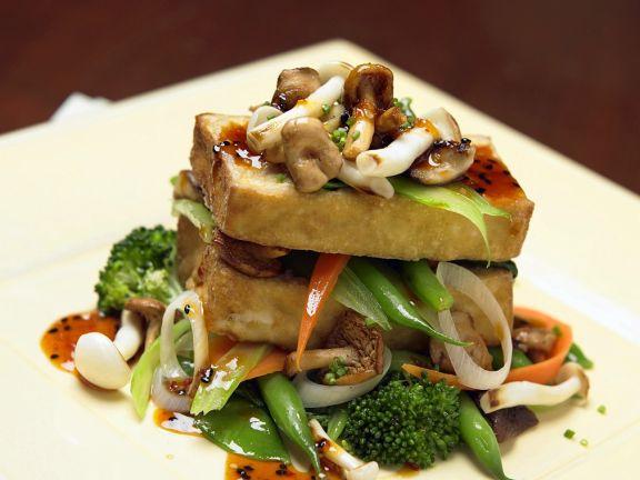 Gebratener Tofu mit Gemüse