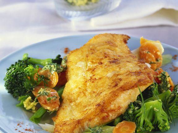 Gebratenes Fischfilet mit Buttergemüse