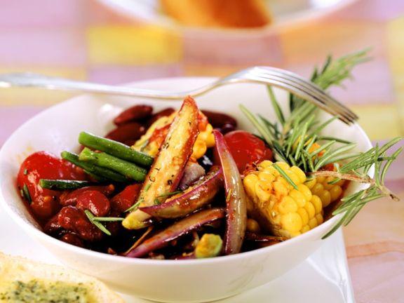 Gebratenes Gemüse mit Bohnen und Auberginen
