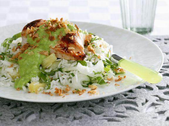 Gebratenes Hähnchen mit grüner Soße und Reis