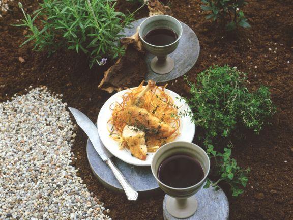 Gebratenes Perlhuhn mit Kartoffelstroh