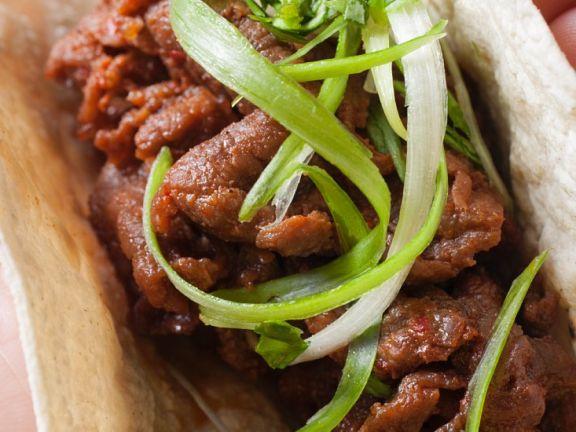 Gebratenes Rindfleisch auf Brot