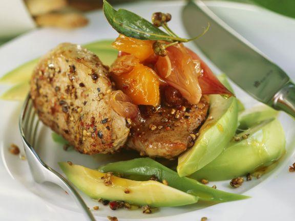 Gebratenes Schweinefilet mit Avocado fruchtigem Chutney