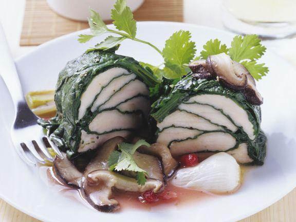 gedämpfte Hähnchenbrust im Blattspinat mit Shiitake