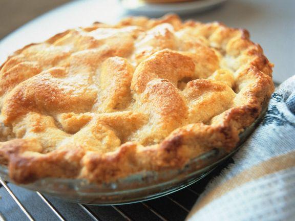 Gedeckter Apfelkuchen in der Pieform