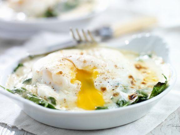 Gedünsteter Spinat mit Ei