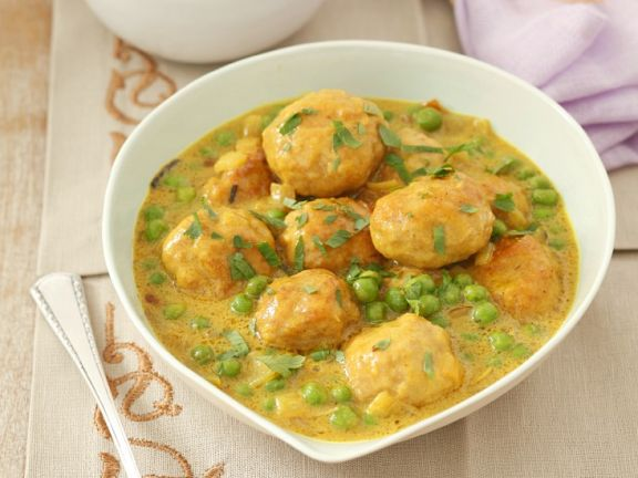Geflügelbällchen in Currysauce