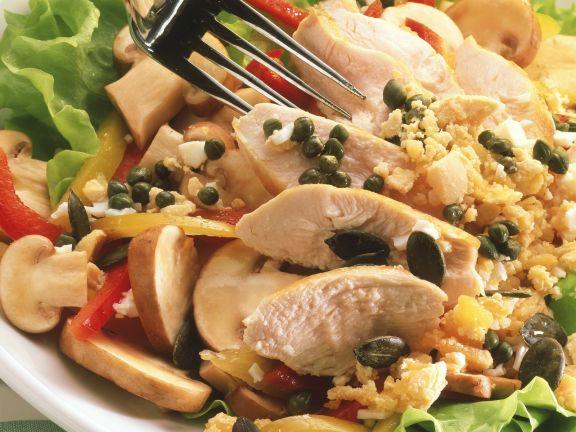 Geflügelsalat mit Kürbiskernen und Kräutervinaigrette
