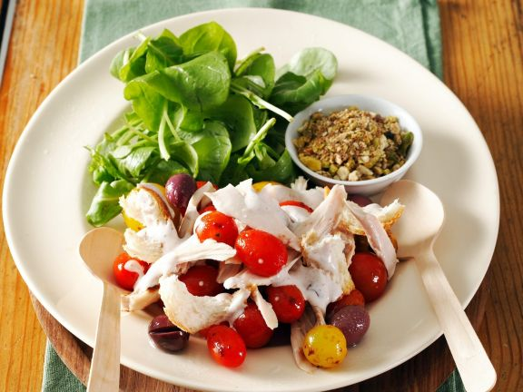Geflügelsalat mit Oliven und Mozzarella