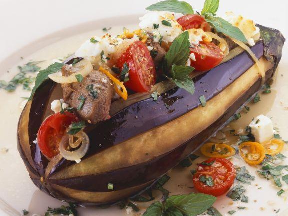 Gefüllte Aubergine mit Rindfleisch, Tomaten und Feta