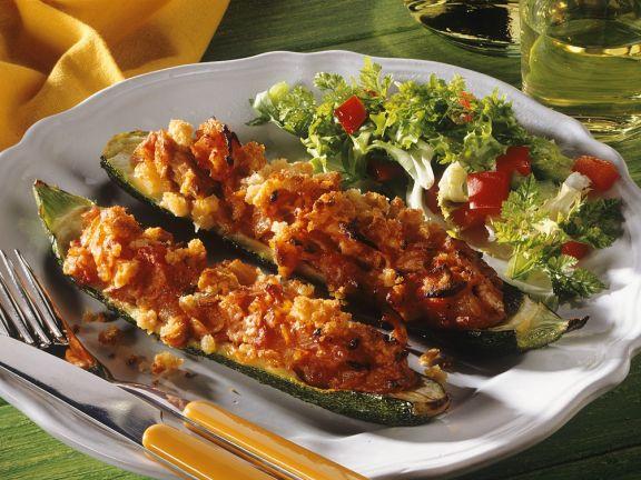 Gefüllte, gebackene Zucchini