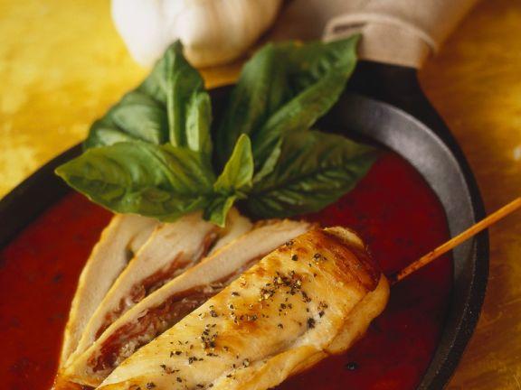 Gefüllte Hähnchenbrüste mit Tomatensauce