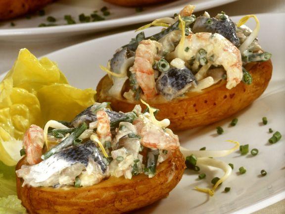 Gefüllte Ofenkartoffeln mit Herings-Shrimpssalat
