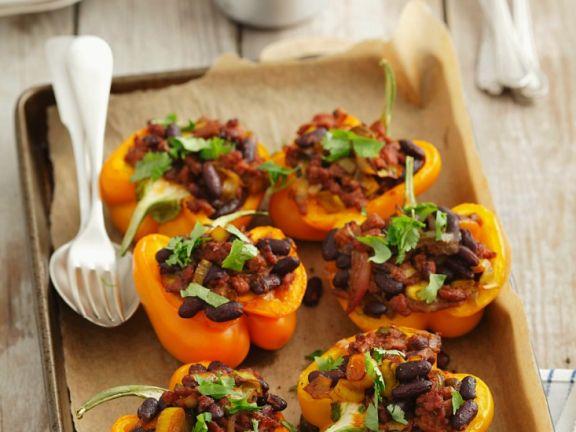 Gefüllte Paprika mit Bohnen und Hack