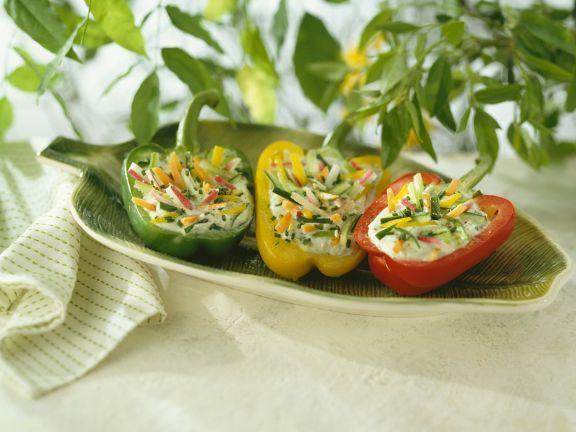 Gefüllte Paprikaschoten mit Gemüse und Joghurt