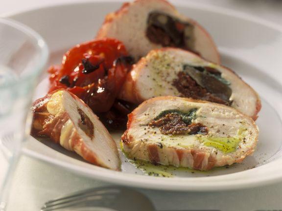 Gefüllte Poulardenbrust mit getrockneten Tomaten und Paprikagemüse
