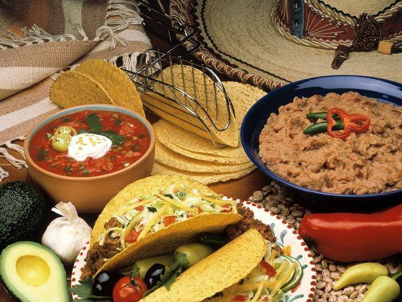 Gefüllte Tacos mit Dips