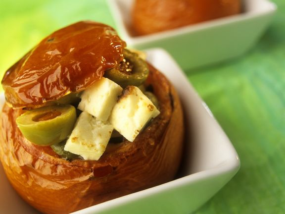 gefüllte Tomaten mit Oliven und Schafskäse aus dem Ofen