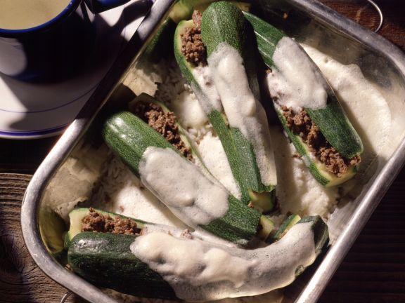 Gefüllte Zucchini in Zitronensauce