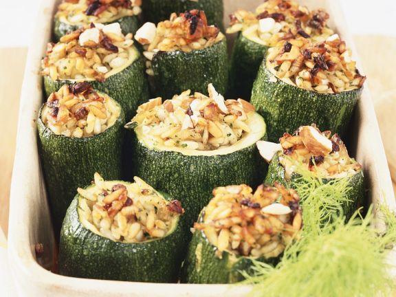 Gefüllte Zucchini mit Fenchel und Reis