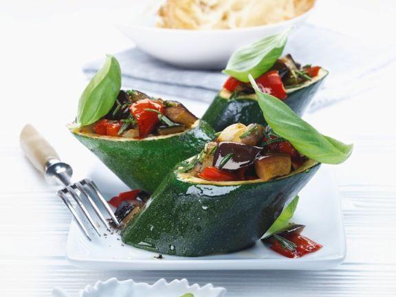 Gefüllte Zucchini mit Gemüse