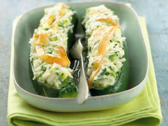 Gefüllte Zucchini mit würzigem Käse