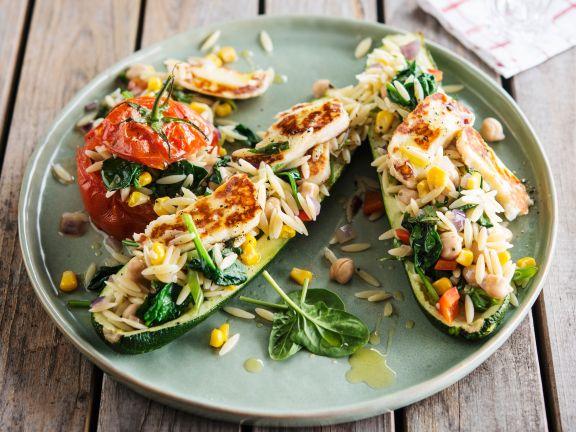 Gefüllte Zucchini und Tomaten