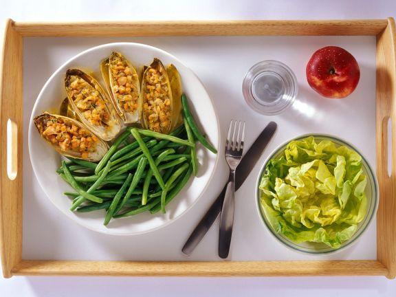 Gefüllter Salat mit Bohnen