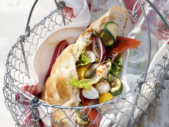 Gefülltes Fladenbrot mit Grillgemüse und Mozzarella