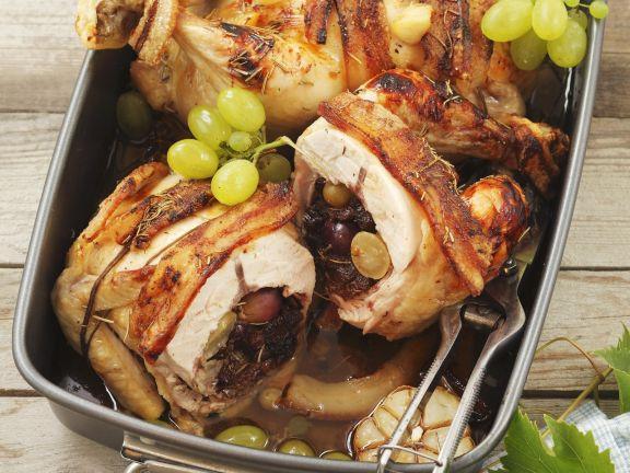 Gefülltes Hähnchen mit Trauben und Sultaninen
