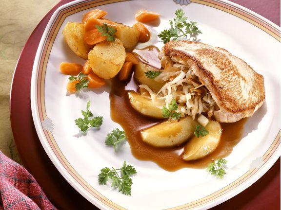 Gefülltes Schweineschnitzel mit Apfel-Weißkohl
