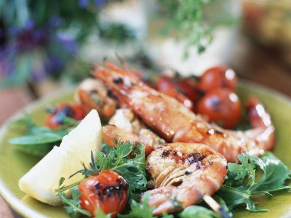 Gegrillte Garnelen mit Salat