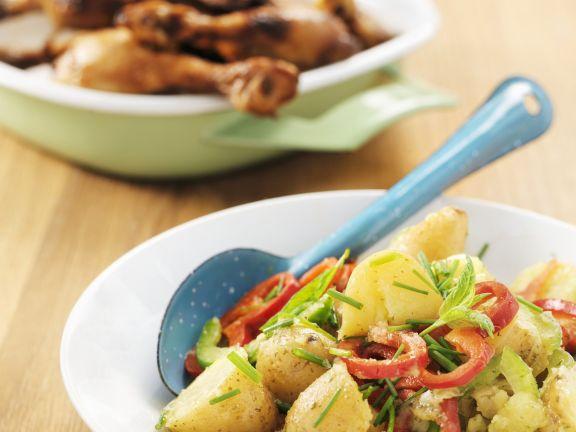 Gegrillte Hähnchenschlegel mit Paprika-Kartoffelsalat