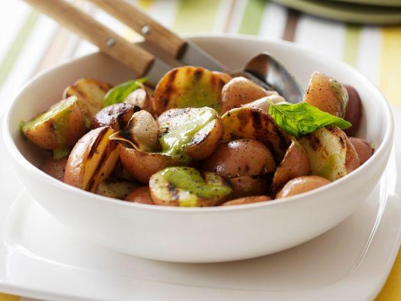 Gegrillte Kartoffeln mit Basilikumdressing
